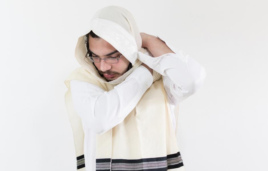Pourquoi les hommes juifs portent-ils un Tallit